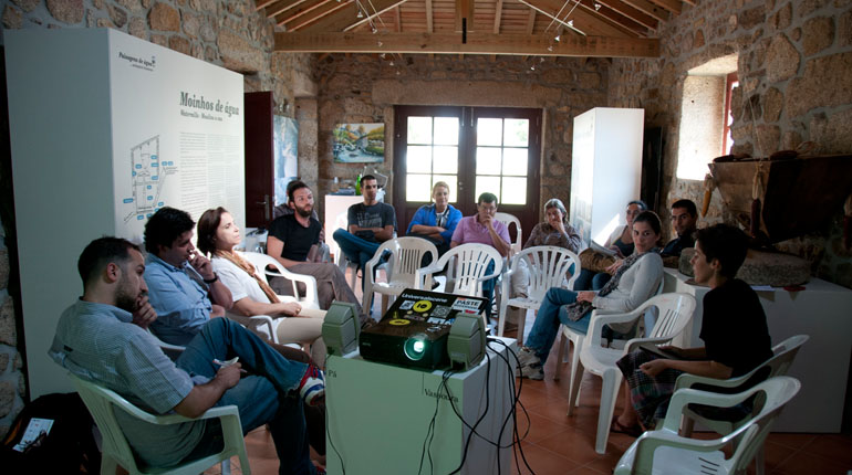 "Cowork Rural. ""Think global, act local""  (mesa redonda)"